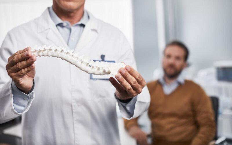 سكوليوز | مرض الجنف وأثره على جودة حياة المرضى